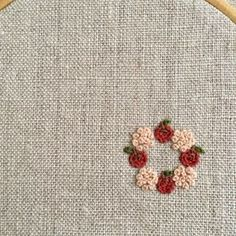 No photo description available. Tambour Embroidery, Basic Embroidery Stitches, Hand Embroidery Stitches, Silk Ribbon Embroidery, Diy Embroidery, Cross Stitch Embroidery, Hand Embroidery Projects, Hand Embroidery Designs, Sewing Art