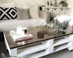 São tão fáceis de fazer as mesas de centro que a sua variedade estética é inigualável a outros móveis de paletes. Inspire-se nestes exemplos e ideias de mesas de centro e realize a sua própria mesa de apoio em madeira.