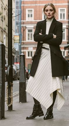 Moto boots give you the ultimate comfort+chic combination. Estilo Olivia Palermo, Look Olivia Palermo, Olivia Palermo Outfit, Olivia Palermo Lookbook, Fall Fashion Outfits, Look Fashion, Chic Outfits, Womens Fashion, Fashion 2020