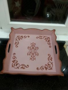 Ahşap tepsil Wooden Art, Kitchen Paint, Pyrography, Wood Carving, Chalk Paint, Painting On Wood, Diy And Crafts, Stencils, Decorative Boxes