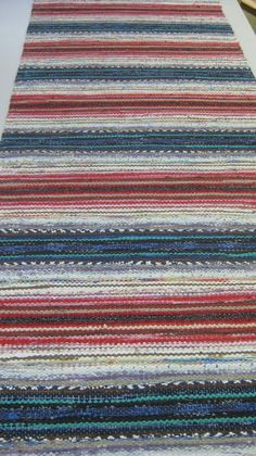 Tear, Loom Weaving, Recycled Fabric, Woven Rug, Scandinavian Style, Pattern Design, Recycling, Projects To Try, Textiles