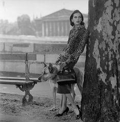 L'exposition sur les années 1950 au Palais Galliera http://www.vogue.fr/mode/news-mode/diaporama/exposition-temporaire-les-annees-50-la-mode-en-france-1947-1957-au-palais-galliera/19542#!12