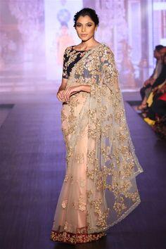 Shyamal and Bhumika Bridal Collection 2015 - Shyamal Bhumika Pictures Sabyasachi Sarees, Indian Sarees, Indian Wedding Outfits, Indian Outfits, Saree Collection, Bridal Collection, Sari, Saree Blouse, Shyamal And Bhumika