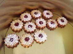 Spitzbuben, ein leckeres Rezept aus der Kategorie Kekse & Plätzchen. Bewertungen: 168. Durchschnitt: Ø 4,7.