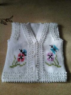 This Pin was discovered by Nes Crochet For Boys, Knitting For Kids, Baby Knitting Patterns, Crochet Jacket, Knit Or Crochet, Crochet Baby, Hand Embroidery Patterns Flowers, Crochet Bedspread, Tunisian Crochet