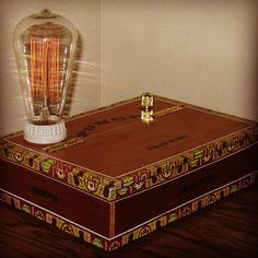 CIGAR BOX DESK LAMP DESIGN - PURO KUTUSUNDAN LAMBA #copper #dizayn #design #dekor #lamp #lamba #light #instagram #instalike #filament #cafe #edison #harika #nice #night #tasarım #tarz #retro #rustic #retrica #vintage #love #sunday #dekorasyon #hotel #ampul #cigarbox