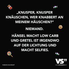 """""""Knusper, Knusper Knäuschen, wer knabbert an meinem Häuschen?"""" Niemand. Hänsel macht Low Carb und Gretel ist irgendwo auf der Lichtung und macht Selfies. Funny Facts, Funny Jokes, Hilarious, Say Say Say, Mind Thoughts, Visual Statements, Sarcastic Quotes, Just Smile, Funny Moments"""