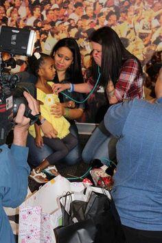 Lukas morreu aos 7 meses de idade e os pais optaram por doar seus órgãos. Dois anos depois da tragédia, a mãe ouviu pela primeira vez o coração de seu filho batendo no coração de outra criança. O momento foi emocionante