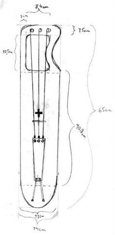Jouhikko`s kadłub i górna jest wykonana z drewna świerkowego, kołki stroikowe są klonu, most jest brzoza, a naciąg strun jest z lipy.