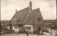 Beeldbank Prentbriefkaarten - Bethlehemkerk, Zwanenplein 34-36 (architect A. Moen; 1924). Tot 1993 een Hervormde Kerk. Sinds 2005 een kerk van de Pinkstergemeente
