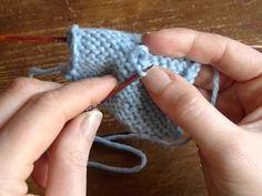Une astuce pour réparer un point qui est trop lâche au milieu du tricot. Plus de tutoriels tricot sur http://intheloop.fr