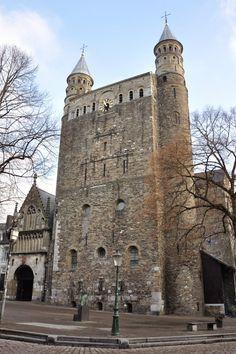 Romanesque Architecture in Burgundy: Roermond
