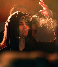i hate it when he smokes but he looks so hot while doing it