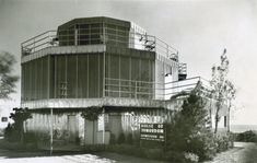 Behold the House of Tomorrow, a Modernist gem just named a National Treasure - Curbedclockmenumore-arrownoyes : Preservationists hope this announcement helps spur restoration of this early glass house on the Indiana lakefront