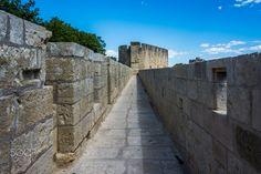 Remparts d'Aigues-Mortes - Les remparts d'Aigues-Mortes sont un enceinte de maçonnerie protégeant le centre-ville d'Aigues-Mortes, dans le Gard, en France. Construits entre 1272 et 1300 près de la tour de Constance, les remparts se déploient sur une longueur de 1 600 mètres. Le Gard, Constance, France, Tour, Centre, Sidewalk, 1, Sunset, Travel