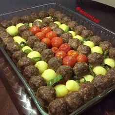 "659 Beğenme, 7 Yorum - Instagram'da @nefis_lezzetlerimiz: ""Sunum sahibi @denizintadi Like @nefis_lezzetlerimiz MİSKET KÖFTE 750 gr kıyma 1 yumurta 1 iri…"" Meat Recipes, Cooking Recipes, Good Food, Yummy Food, Fresh Fruits And Vegetables, Middle Eastern Recipes, Iftar, Arabic Food, Turkish Recipes"
