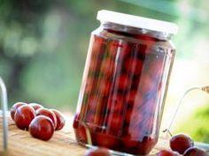 Σπιτική κομπόστα κεράσι ή βύσσινο | TasteFULL Cherry Brandy, Limoncello, Greek Recipes, Cooking Tips, Liquor, Bakery, Sweet Treats, Jar, Sweets