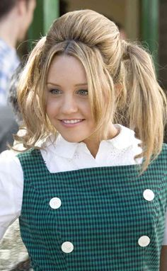 """Amanda Bynes as Penny - not my favorite. She's very talented, but doesn't """"fit"""" IMHO. I can't put my finger on it though ...."""