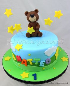 Torta 1° compleanno per un bimbo con orsetto in pasta di zucchero  1st birthday cake for a child with a teddy bear in sugar paste
