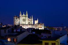 Die Kathedrale von Palma -  Eine der zahlreichen Sehenswürdigkeiten auf Mallorca!  #Sehenswürdigkeit  #Mallorca #Palma #bucherreisen #urlaub