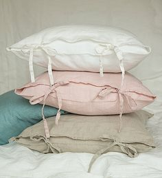 Composition: linen, stone washed (special technique of softening (not just a simple pre washing)). Will not shrink as not washed linen do. Pure linen pillow case with ruffle end on one side. The pillow cover is with envelope closure. Pillow Shams, Pillow Covers, Tie Pillows, Murphy Bed Ikea, Handmade Pillows, Cool Beds, Linen Bedding, Bedding Sets, Bed Linens