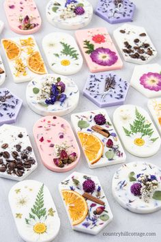 Learn how to make DIY scented wax sachets with soy wax, essential oils and dried botanicals. The natural air freshener is perfect to fragrance small spaces. Scented Sachets, Scented Wax, Homemade Candles, Diy Candles, Soy Wax Candles, Diy Cosmetic, Essential Oils Christmas, Diy Wax Melts, Wax Tablet