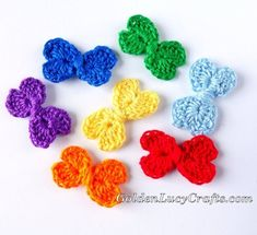 This Crochet Mini Bow is another heart-shaped project. The bow is made with two connected hearts. Easy to make, only about Crochet Bows Free Pattern, Crochet Flower Tutorial, Crochet Flower Patterns, Crochet Flowers, Free Crochet, Crochet Thread Size 10, Crochet Hook Sizes, Bowtie Pattern, Mini Bow