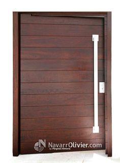 Puerta abatible sobre eje descentrado en madera de iroko con herrajes en acero inoxidable, diseño Muxacra arquitectos fabricación navarrolivier.com