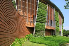 Arquitetura sustentável e alta tecnologia combinadas                                                                                                                                                                                 Mais