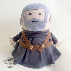 Peso de porta inspirado no personagem HORDOR de Game of Thrones em modelagem 3D com 24cm de altura.      *Medidas aproximadas.  **Não lavar.