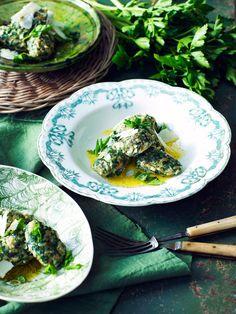 Gnocchi lages vanligvis på potet, men her er det ricotta som gir den konsistens og frisk spinat som gir den smak.