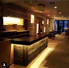 Barra iluminada. #arquitectura #restaurant #interiores