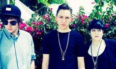 http://balakam.com/search/item?id=3529051 - The xx are live in session on Lauren's show just after midday London time. Do not miss this!