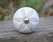 White ceramic knob with tan flower imprint