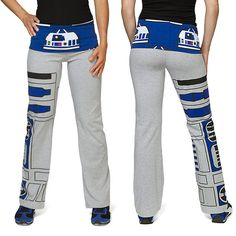 Turn your Yoga session into a celebration of all things Star Wars with these awesome Star Wars Ladies' Yoga Pants. Let be your co-pilot as you get in shape and pose. These pants feature dome front and cent Leggings, Tights, Costume Star Wars, Yoga Posen, Nerd Love, Geek Fashion, Love Stars, Geek Girls, Geek Chic