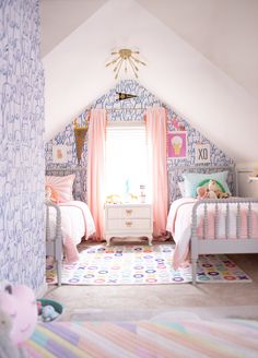 10 Inspiring Shared Room Layouts for Girls & the Perfect Bedding for ALL of Them - Shades of Blue Interiors Design Room, Design Design, Girls Bedroom, Bedroom Decor, Bedrooms, Old Room, White Side Tables, Shared Rooms, Shared Room Girls
