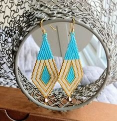 Turquoise gold and white earrings / Beaded Earrings / Peyote by latoya Seed Bead Earrings, Seed Beads, White Earrings, Diy Earrings, Triangle Earrings, Bead Jewellery, Beaded Jewelry, Bead Earrings, Earrings