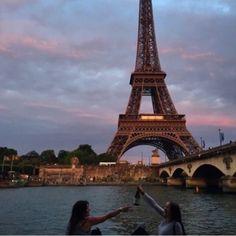 kindagirly Places To Travel, Places To See, Torre Eiffel Paris, Tour Eiffel, Paris 3, Montmartre Paris, Photo Vintage, Belle Villa, Oui Oui