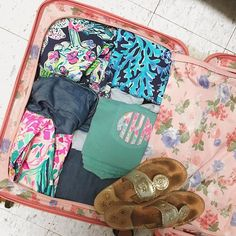 Lilly Pulitzer, Jack Rogers, monogram, Brics luggage Monogram T Shirts, Applique Monogram, Classic Outfits, Classic Style, Jane Moore, Lilly Pulitzer Fabric, Girls Getaway, Gifts For Horse Lovers, Comfort Colors
