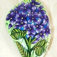 Purple Hydrangea painted rock Rock Plants, Hydrangea Painting, Rock Flowers, Gold Angel Wings, Angel Wing Pendant, Pebble Art, Stone Art, Rock Art, Painted Rocks