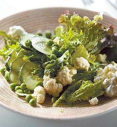 Vihreä salaatti ja kananmunakastike