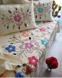 Pin on Mexican embroidery Hand Embroidery Flowers, Hand Work Embroidery, Flower Embroidery Designs, Hand Embroidery Stitches, Crewel Embroidery, Ribbon Embroidery, Embroidery Patterns, Mexican Embroidery, Flower Quilts