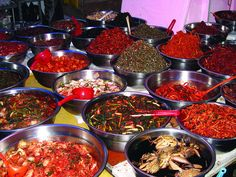 The Pyeongtaek City Market offers shoppers everything from food to clothes to pots and pans. For those who love the kim chi, the market offers a variety of styles to suit every taste. Kimchi, South Korea, Tourism, Shapes, Marketing, Eat, Ethnic Recipes, Life, Food