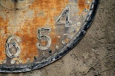 someone else's junk is anothers treasure.... want it! Wabi Sabi, Simplicity Photography, Shabby Chic, Peeling Paint, Old Clocks, Letters And Numbers, Vintage Metal, Les Oeuvres, Antiques