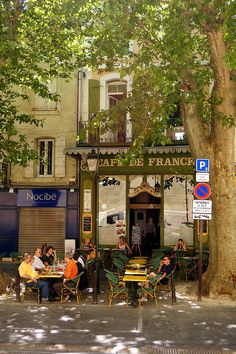 L'Isle-sur-la-Sorgue, Vaucluse - a favourite cafe of ours...was there last week  :)
