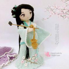 补发一组之前的试钩作品照。。我这个忘东忘西的家伙,哎~ ( ̄^ ̄゜) 黛玉葬花 ~ 这是邻家女孩版本的林黛玉  原创 Pattern by @sonjakuan  #amigurumi #amigurumidoll #crochet #crochetdoll #doll #crocheting #diy #handmade #handcraft #craft #ganxet #ganchillo #instacrochet #häkeln #haken #ilovecrochet #yarn #手工 #钩针 #玩偶 #あみぐるみ