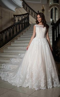 Rachel Allan Scoop Neck Ball Gowns Bridal Dresses in Color for Season SPRING 2018 with Style Code - and Fabric - Soft_Tulle_Applique Boho Wedding Dress, Designer Wedding Dresses, Bridal Dresses, Wedding Gowns, Lace Wedding, Glam Dresses, Modest Wedding, Rustic Wedding, Wedding Gown Gallery