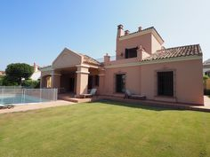 Stunning front line villa for rent in Cortijos de la Reserva Sotogrande with magnificent views over La Reserva golf course