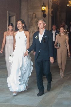 Manchester United midfielder Bastian Schweinsteiger has tied the knot with 29-year-old Serbian tennis star Ana Ivanovic at a ceremony in Italy