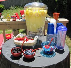 Grown-up Lemonade Stand! Great summer entertaining ideas from www.thatssojenn.com